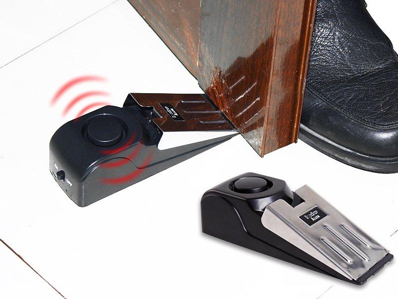Συναγερμός πόρτας με σειρήνα 120dB, ''Door Stop Alarm'', που δεν απαιτεί εγκατάσταση και τοποθετείται πίσω από την πόρτα σαν σφήνα